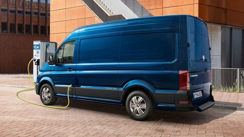 cr1519-vw-e-crafter-van-charging-16x9-2560x1440